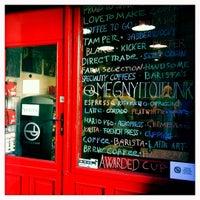 9/5/2012 tarihinde Laszlo B.ziyaretçi tarafından Tamp & Pull Espresso Bar'de çekilen fotoğraf