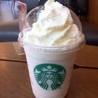 6/23/2012 tarihinde Lili M.ziyaretçi tarafından Starbucks'de çekilen fotoğraf
