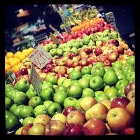 Das Foto wurde bei Queen Victoria Market von Jordan A. am 7/11/2012 aufgenommen