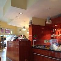 Das Foto wurde bei Caramel Café Bäckerei von Jan K. am 8/5/2012 aufgenommen