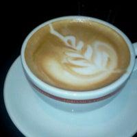 Photo prise au Adriano's Bar & Café par Erich v. le5/23/2012