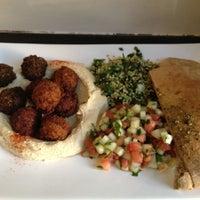Foto diambil di Taïm Falafel and Smoothie Bar oleh Robert J. pada 5/12/2012