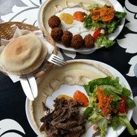 Das Foto wurde bei Dada Falafel von Lisa D. am 8/6/2012 aufgenommen