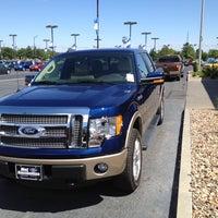 Das Foto wurde bei Mel Hambelton Ford von Meg S. am 5/31/2012 aufgenommen
