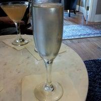Das Foto wurde bei The Tin Lizzie Lounge von Kymber S. am 8/21/2012 aufgenommen