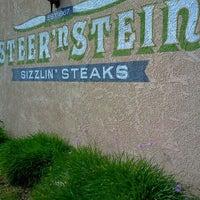 Foto diambil di Steer 'n Stein oleh Eileen G. pada 3/29/2012