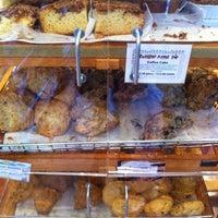 2/19/2012 tarihinde Christopher O.ziyaretçi tarafından Arizmendi Bakery'de çekilen fotoğraf
