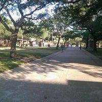 Foto diambil di The Quad oleh Kalani H. pada 4/23/2012