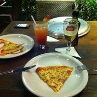 Foto tirada no(a) Marília Pizza Bar por Vinicius F. em 3/18/2012