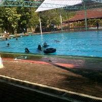 Foto tirada no(a) Swimming pool por lissa y. em 6/19/2012
