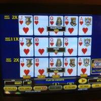 Foto diambil di Ellis Island Casino & Brewery oleh Paul S. pada 4/5/2012