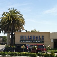 Foto tomada en Hillsdale Shopping Center por Christina H. el 5/6/2012