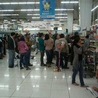 Foto tomada en Walmart por Valeria R. el 5/19/2012