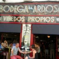 Foto tirada no(a) Bodega La Ardosa por Amergin em 6/16/2012