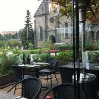 Foto tirada no(a) Restaurante Divino por Vitória M. em 4/28/2012