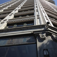 Foto scattata a Smith Tower da Kym H. il 7/16/2012