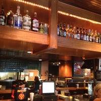 รูปภาพถ่ายที่ Village Tavern & Grill โดย Michael เมื่อ 7/10/2012