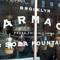 Foto tomada en Brooklyn Farmacy & Soda Fountain  por Jon-Jon M. el 3/18/2012