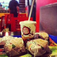 Foto tirada no(a) Burger King por Alex P. em 8/5/2012