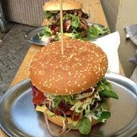 Das Foto wurde bei Berlin Burger International von Rejane H. am 6/9/2012 aufgenommen