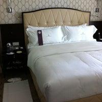 รูปภาพถ่ายที่ Rosewood Hotel Georgia โดย Timothy E. เมื่อ 8/3/2012