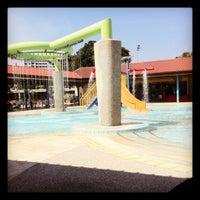 Photo prise au Woodlands Swimming Complex par Firah s. le5/14/2012