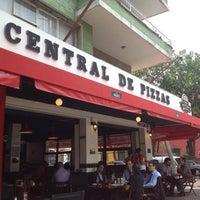 Foto tomada en Central de Pizzas por Rafael A. el 4/18/2012