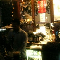 Foto scattata a Lock Tavern da Nadya A. il 5/19/2012