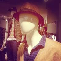 Foto scattata a H&M da Josh O. il 8/17/2012