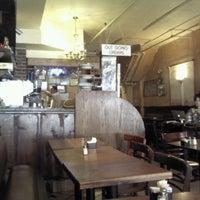 รูปภาพถ่ายที่ Le Petit Cafe โดย Colin K. เมื่อ 6/20/2012