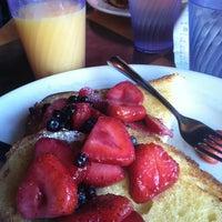 Photo prise au Empire Cafe par Sterling S. le6/18/2012