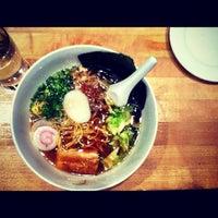 Foto tirada no(a) Momofuku Noodle Bar por Vadim V. em 5/13/2012