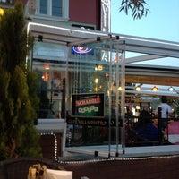 Das Foto wurde bei Cafe Villa Bistro von HaRuN ✅. am 6/3/2012 aufgenommen