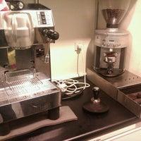 Foto tirada no(a) Café Analog por Kenny M. em 3/26/2012