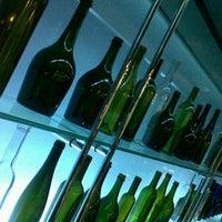 5/9/2012 tarihinde Nuke N.ziyaretçi tarafından The Reflexions Modern French Restaurant'de çekilen fotoğraf