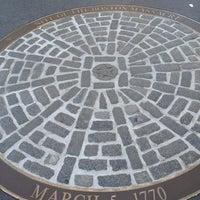 Foto tirada no(a) Boston Massacre Monument por Tera H. em 4/28/2012
