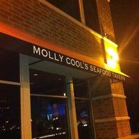 Foto tirada no(a) Molly Cool's Seafood Tavern por mr_MKE em 5/25/2012