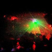 Das Foto wurde bei Sugarland Nightclub von Brennen F. am 6/10/2012 aufgenommen
