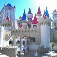 Foto scattata a Excalibur Hotel & Casino da CMoore E. il 8/28/2012