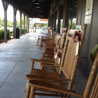 Foto scattata a Cracker Barrel Old Country Store da John il 9/11/2012