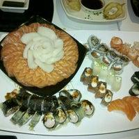 Foto tirada no(a) Kurokawa Sushi Bar por Priscila R. em 5/1/2012
