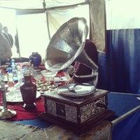 Foto tirada no(a) Feira de Antiguidades do Masp por Jaque M. em 6/24/2012