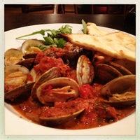 Foto scattata a B. Matthews Eatery da Kristina il 7/12/2012