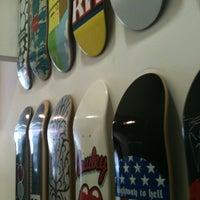 Foto scattata a Maze Skateshop da Tadeu E. il 3/12/2012