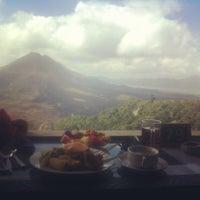 8/3/2012에 Jonny M.님이 Sari Restaurant에서 찍은 사진