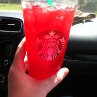 รูปภาพถ่ายที่ Starbucks โดย Michelle C. เมื่อ 3/18/2012