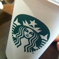Foto tomada en Starbucks por Katherine R. el 4/24/2012