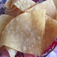 รูปภาพถ่ายที่ Tijuana Flats โดย Kathryn B. เมื่อ 5/1/2012