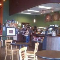 Foto tirada no(a) Roots Coffeehouse por mike m. em 3/21/2012