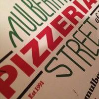 รูปภาพถ่ายที่ Mulberry Street Pizzeria โดย Carlos A. เมื่อ 6/27/2012